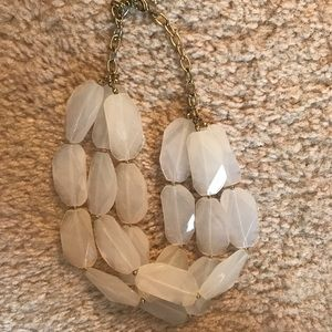 Jewelry - Clear beads chunky necklace